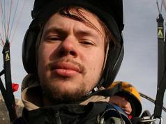 28 мая 2015 г. в Ингушетии, при прыжке с горы Столовая, разбился Алексей Алексеев, известный Питерский бейсджампер.